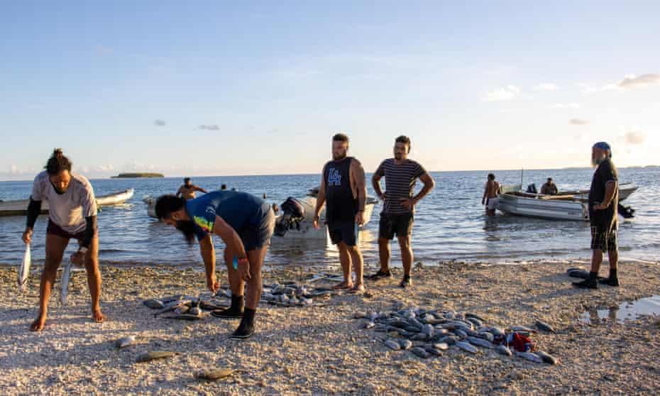 Men sort their catch in Tokelau
