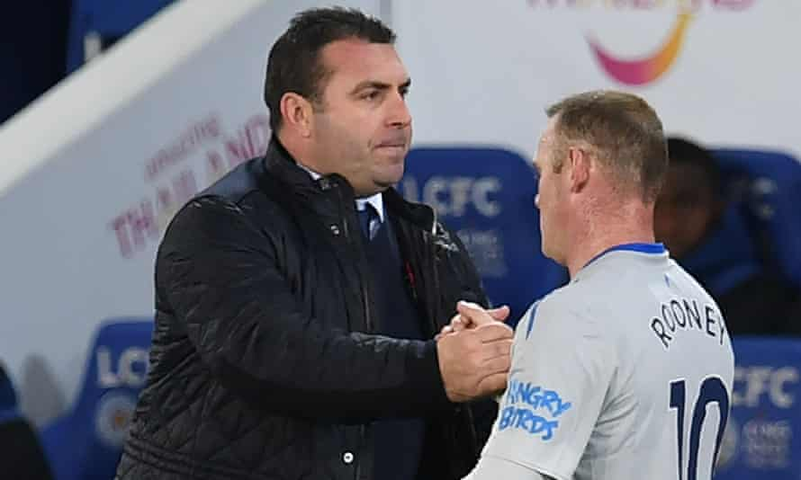 Everton's interim manager David Unsworth with Wayne Rooney during the Premier League defeat at Leicester.