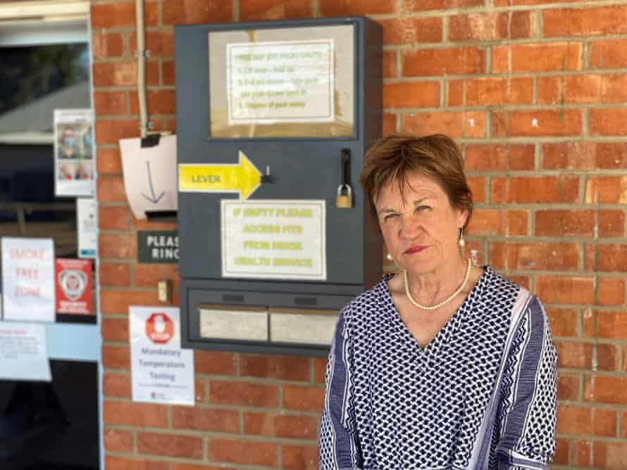 Deputatul NSW Helen Dalton la spitalul Wentworth.