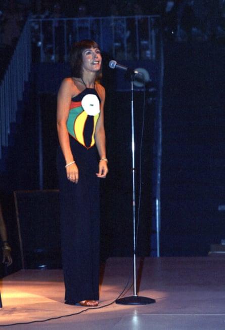 Helen Reddy on stage in 1974