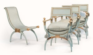 A set of antique-style chairs from the Windsor suite (€2,000-3,000)