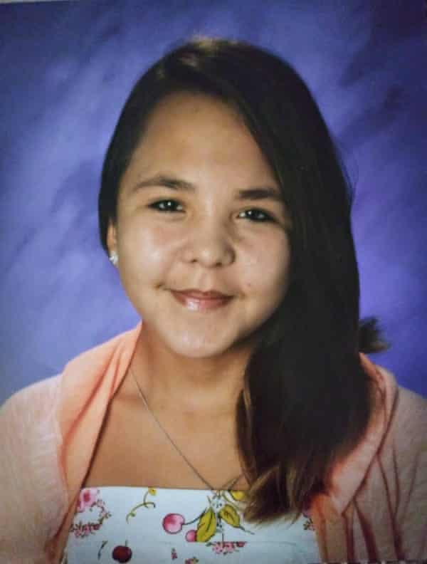Kiana Klomp, 17 ans, est portée disparue depuis un an et demi.  Sa mère dit qu'aucun article n'a été écrit à son sujet.