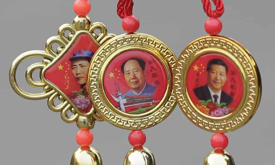 Souvenirs of President Xi Jinping (R) and the late Chairman Mao Zedong