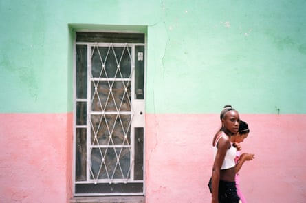 2015 Tyler Mitchell Image from his book from Cuba El Paquete https://www.tylermitchell.co/photography/el-paquete/