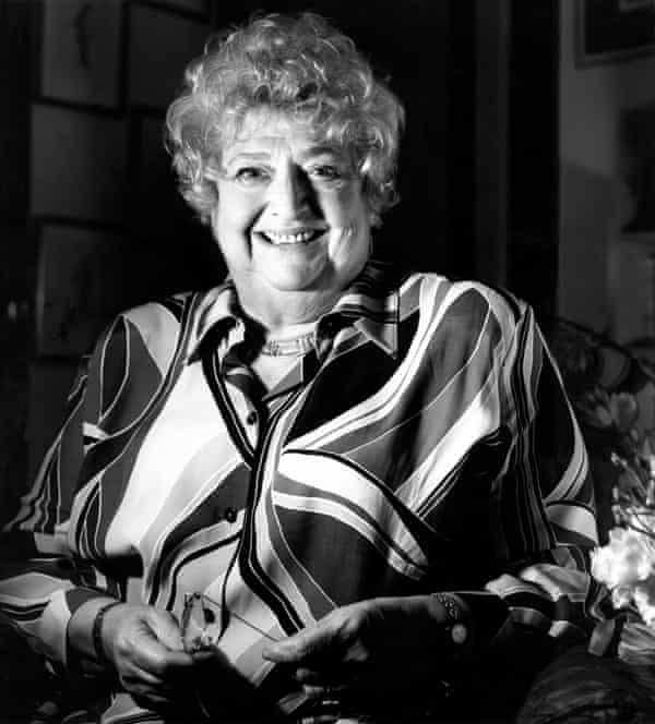 Clare Rayner, Jay Rayner's agony-aunt mother.