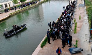 Police escort rough sleepers from canal Saint-Denis