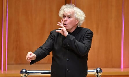 Simon Rattle conducts the LSO in works by Oliver Knussen, Mark-Anthony Turnage and Benjamin Britten.