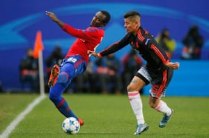 Manchester United's Marcos Rojo gets the better of CSKA Moscow's Seydou Doumbia.