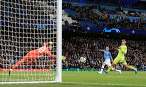 Phil Foden fires in Man City's second goal.