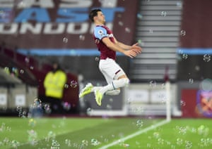 West Ham United's Aaron Cresswell takes to the pitch.