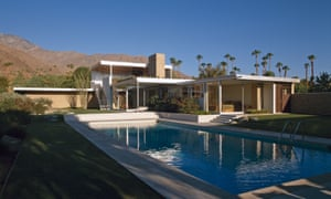 Palm Springs is full of mid-century modern properties ... and stylish dogs to match