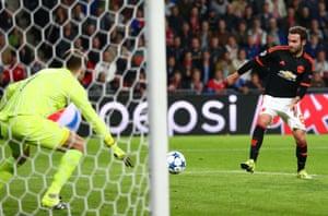 Juan Mata fails to control the ball, a great chance spurned.