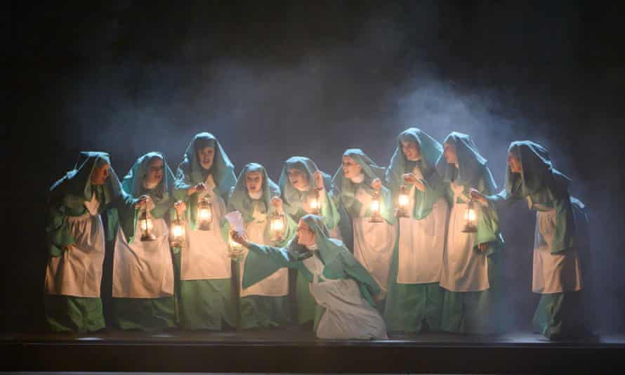 The witches have become field hospital nurses … English Touring Opera's Macbeth.