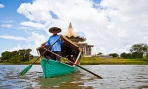 A tambang (sampan water taxi) boatman on the Sarawak River, Kuching, Sarawak, Borneo, Malaysia