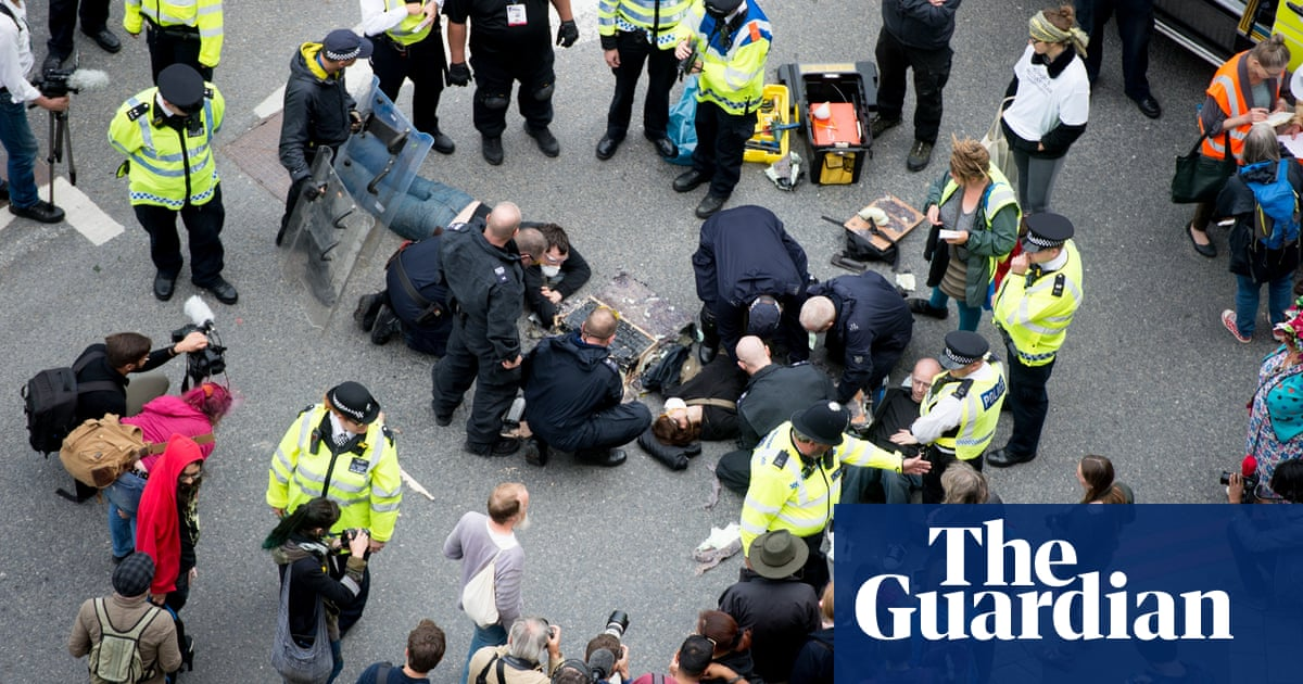 Protesters who blockaded London arms fair have convictions quashed