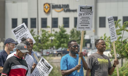 Workers protest outside the Amazon fulfillment center in Shakopee, Minneapolis.