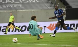 Romelu Lukaku marque le dernier but lors de la victoire 5-0 de l'Inter contre le Shakhtar Donetsk en demi-finale de la Ligue Europa