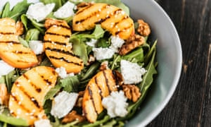 A salad of grilled peaches, ricotta and rocket