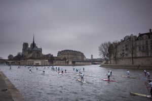 A standup paddleboard race on the River Seine in 2015