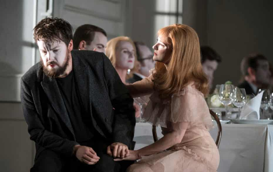 David Butt Philip (Hamlet) and Jennifer France (Ophelia) in Glyndebourne's touring production