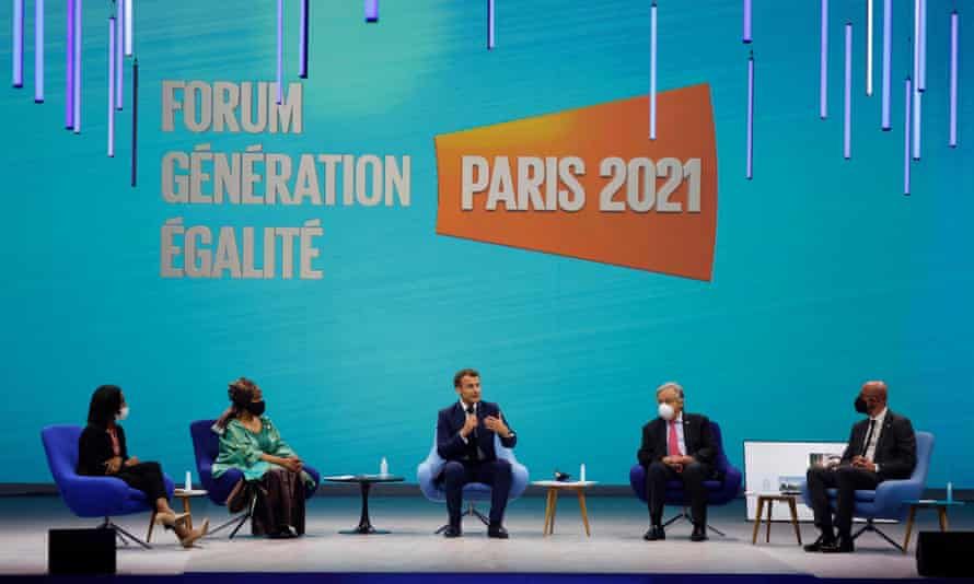 French President Emmanuel Macron (center) speaks during a debate at the Generation Equality Forum.  with (from left to right): Élisabeth Moreno, Minister of Equality of France;  Phumzile Mlambo-Ngcuka, Executive Director of UN Women;  The Secretary General of the UN, António Guterres;  and the president of the European council, Charles Michel.