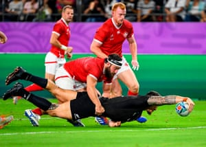 New Zealand's Sonny Bill Williams scores the All Blacks third try.