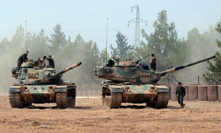 Turkish tanks near the border with Syria
