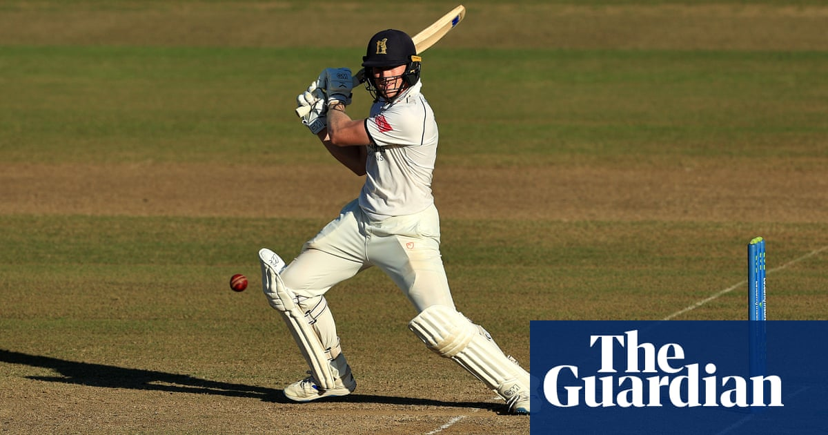 Rob Yates takes Warwickshire's title fight with Lancashire to final day