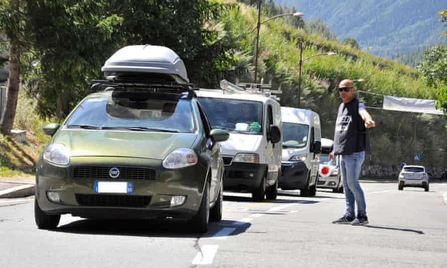 Residents and tourists begin to leave the lower part of the Val Ferret (Courmayeur) on Thursday morning.