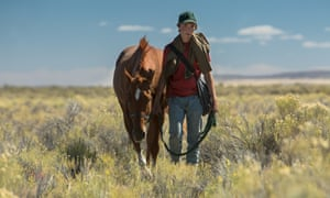 Charley (Charlie Plummer) and Pete trudge through the scrub in Lean on Pete