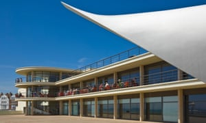 The De La Warr Pavilion, with balcony cafe.