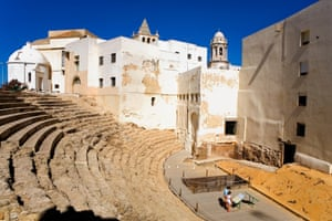 Roman Theatre of Cadiz opened to the public last June. The tower of the cathedral is to the right and the belfry of the church of Santa Cruz to the left.