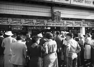 Crowds queue on the boardwalk in 1930