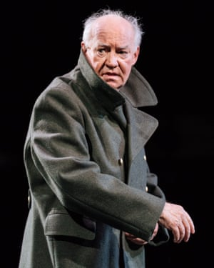 David Calder (Caesar) - Julius Caesar at the Bridge Theatre