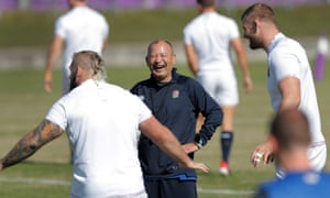 Eddie Jones looks relaxed during England's final training session in Japan.