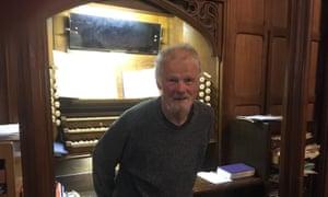 At 18, John Langdon became an organ scholar at King's College, Cambridge, and after graduating moved to Glasgow, becoming organist and choirmaster at Hyndland parish church.