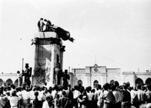 Reza Shah statue