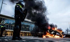 A car was set on fire in front of the train station in Eindhoven after a rally by several hundreds of people against lockdown measures
