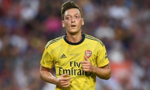 Mesut Özil playing for Arsenal
