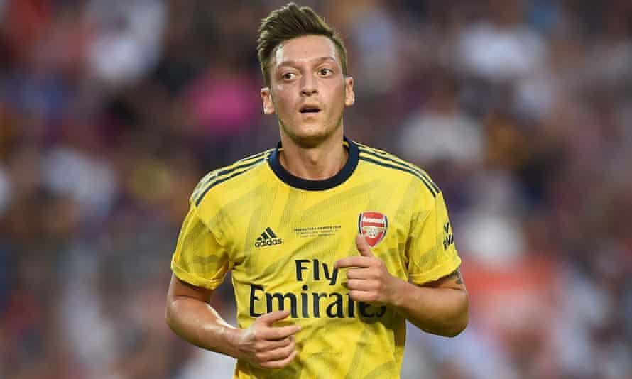 Mesut Özil playing for Arsenal