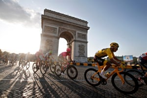 Colombia's Egan Bernal passes by the Arc de Triomphe.