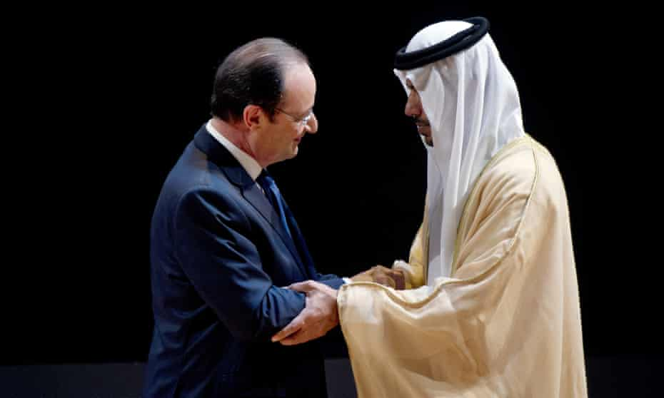 François Hollande speaks with Sheikh Sultan bin Tahnoon Al Nahyan, Abu Dhabi authority president for tourism and culture