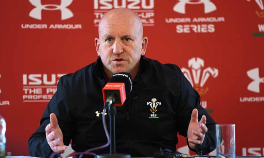 Shaun Edwards makes his point at a press conference