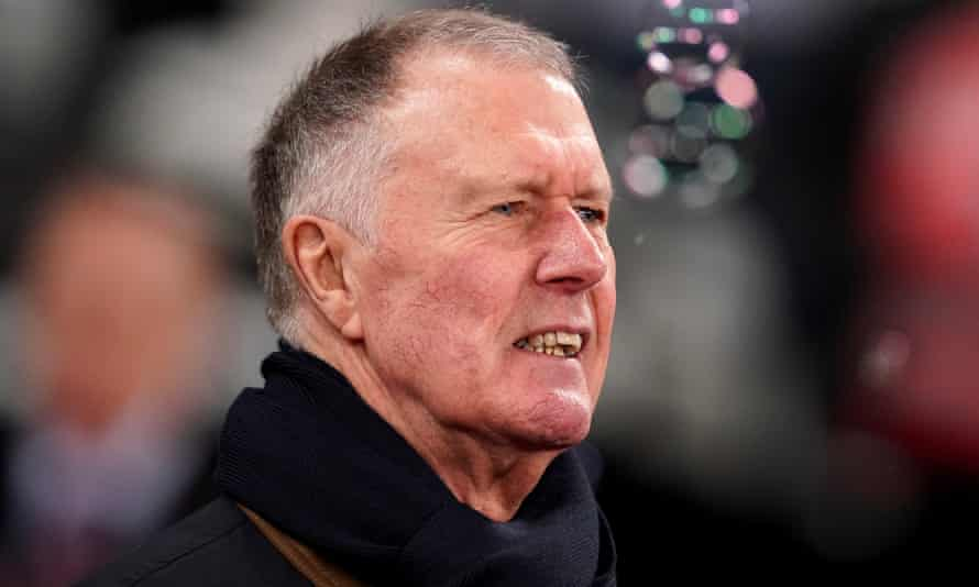 Sir Geoff Hurst has said concussion substitutes should be introduced in English football as soon as possible.