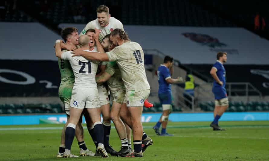 England celebrate their dramatic win against France