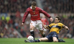 Tony Adams stretches in an effort to halt Manchester United's Teddy Sheringham in 1998.
