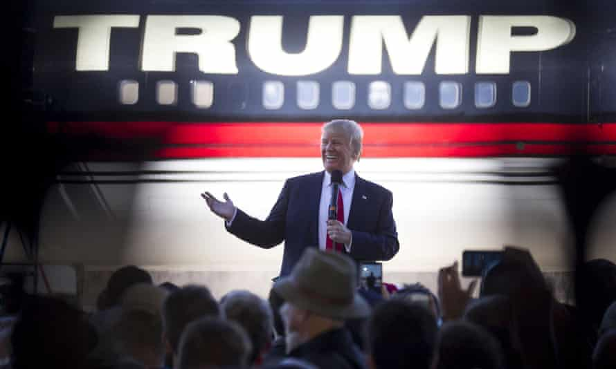 Donald Trump bashes Republican rival Marco Rubio as he talks to supporters in Arkansas.