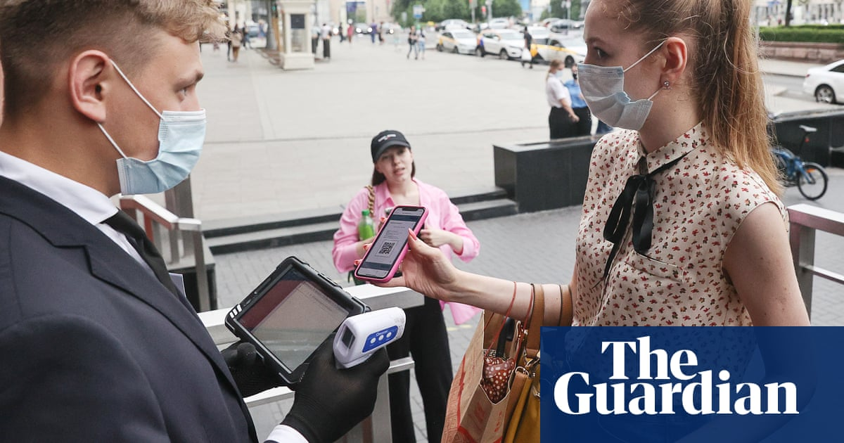 Moscow's cafes 'sacrificed' as Russian government plays Covid catch-up