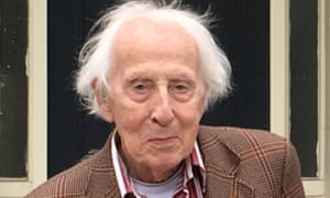 Cecil Woolf outside 46 Gordon Square, Bloomsbury, London, a former home of his aunt, Virginia, in 2017.