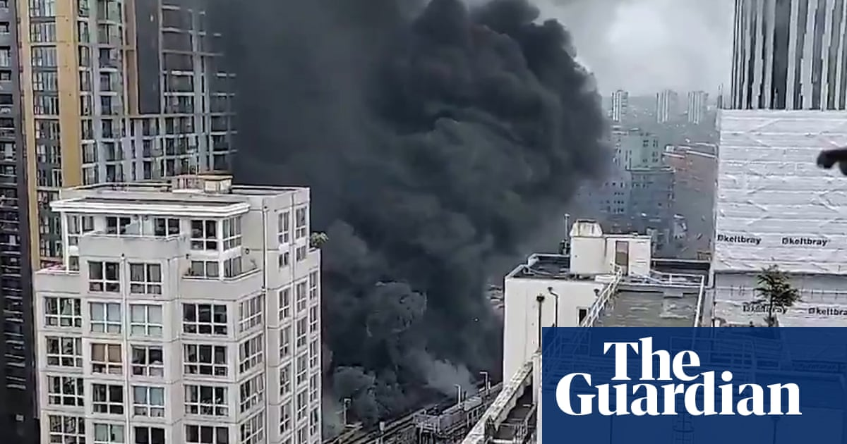 Huge plumes of smoke seen as fire rages at Elephant and Castle in London –video